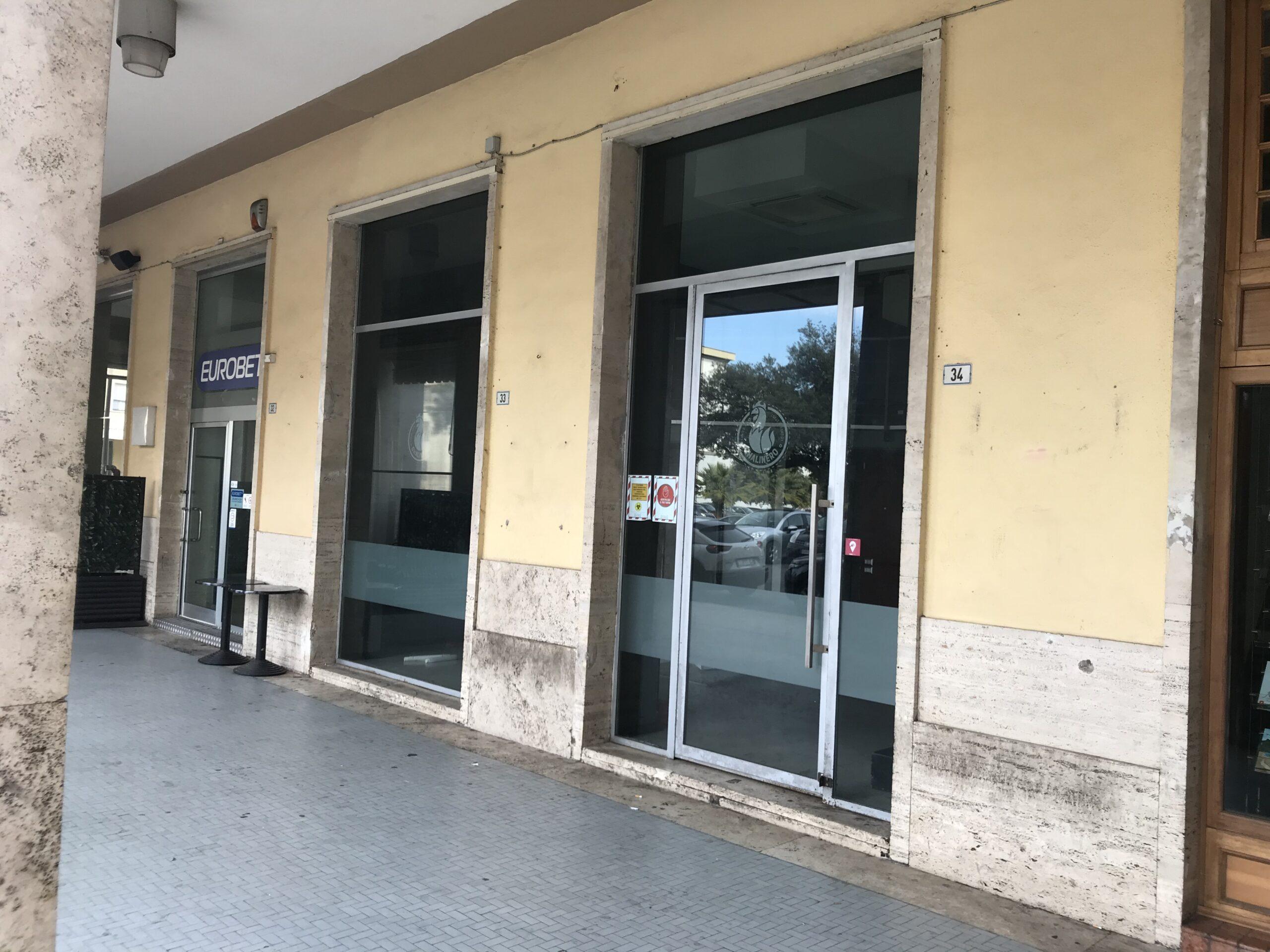 Affittiamo Locale Commerciale in Piazza della Libertà