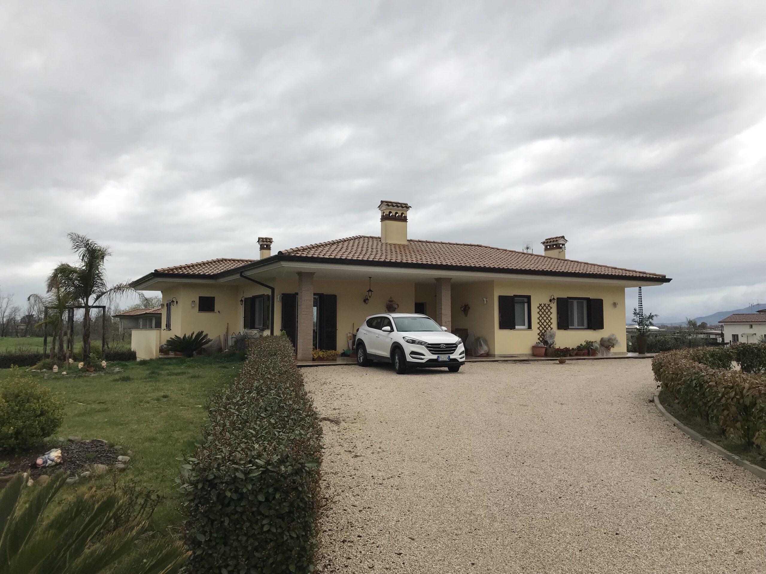Vendiamo Prestigiosa Villa su Via Epitaffio